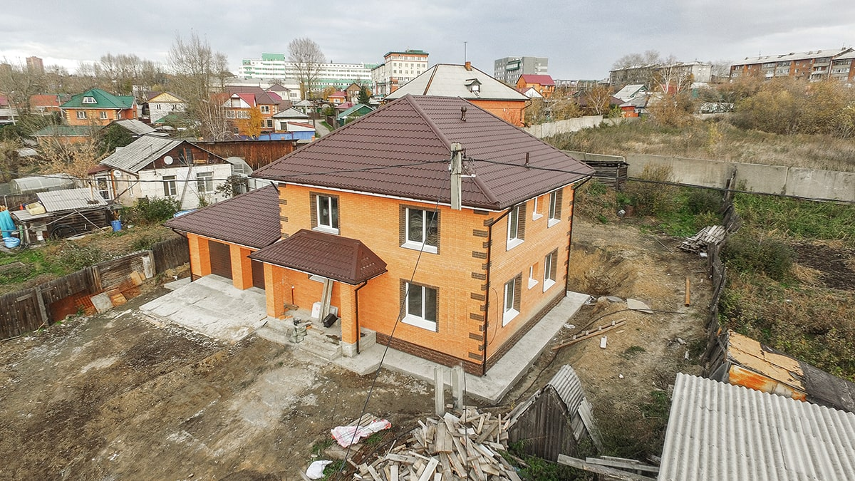 Двухэтажный дом 200 кв.м. с гаражом и фасадом из облицовочного кирпича фасад 2